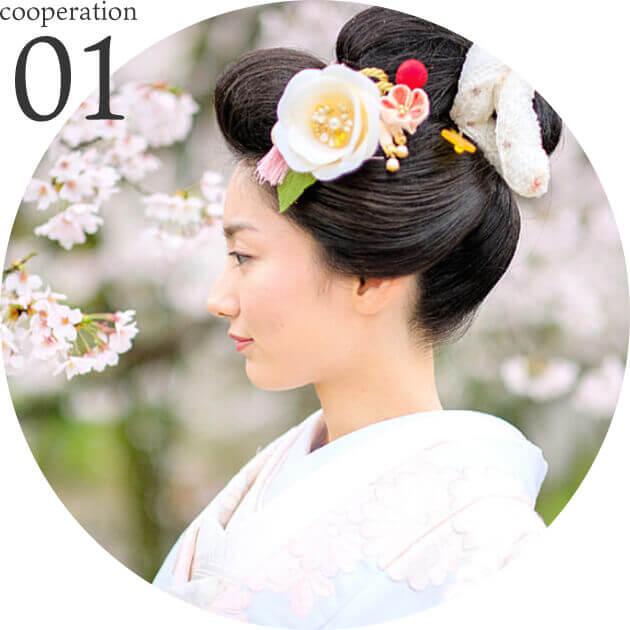 日本の着物を着た女性と桜の画像